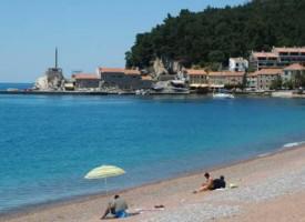 Petrovac - gradska plaža i tvrđava